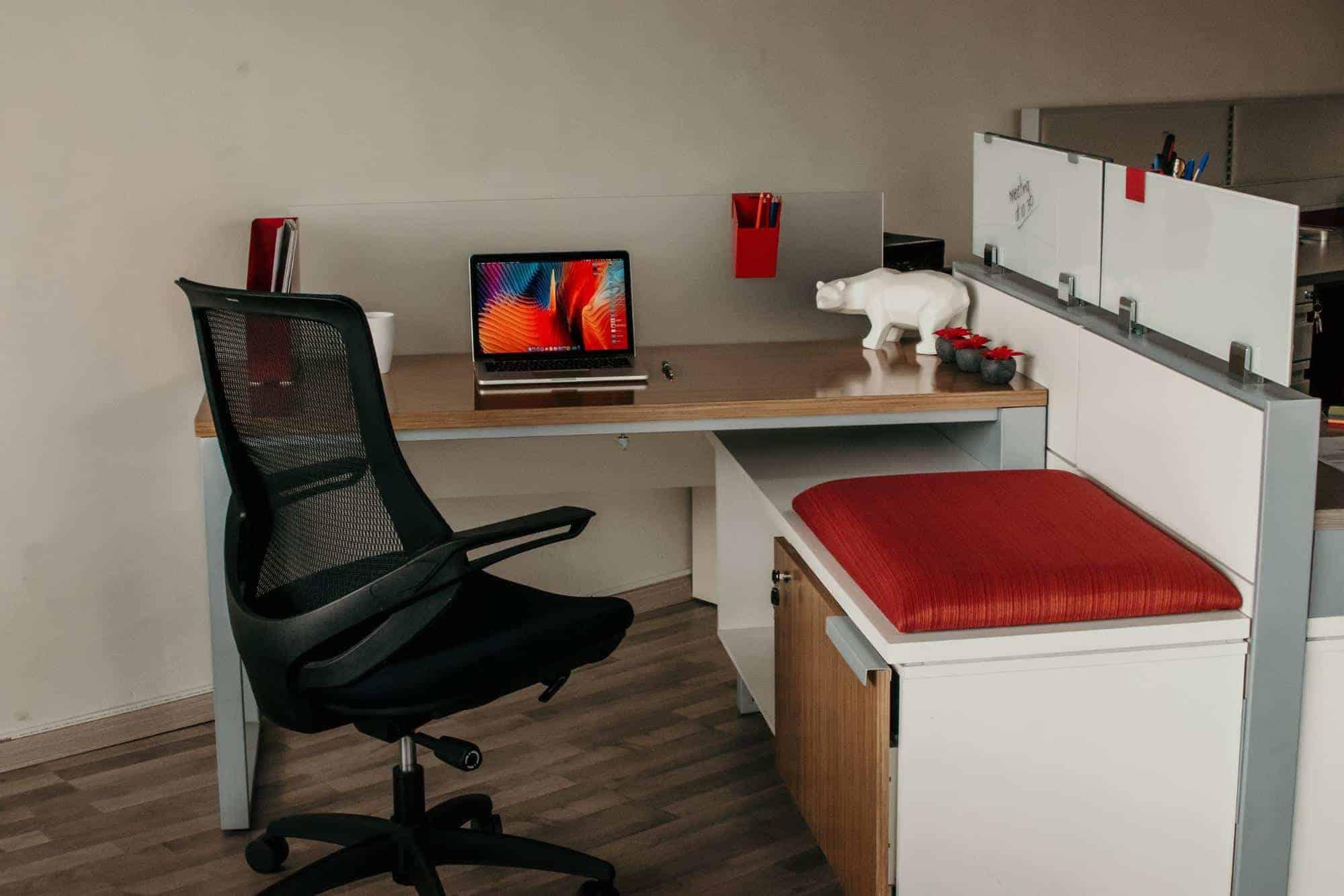 equipo-y-mobiliario-de-oficina