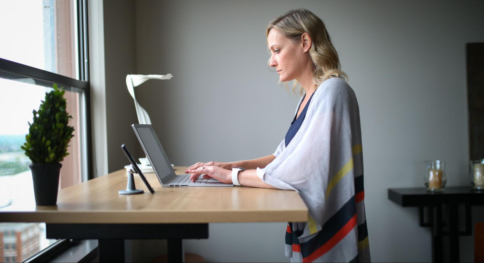 escritorio-de-altura-ajustable-para-todos